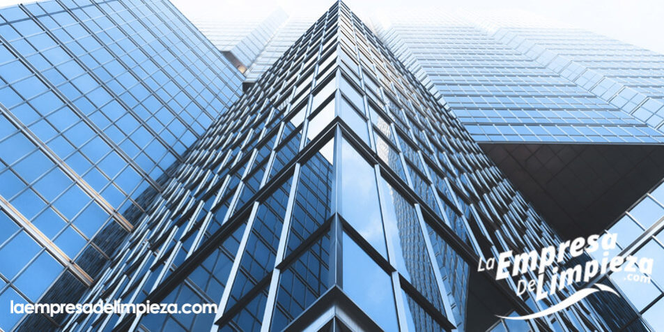 limpieza de edificios limpiar cristales y ventanas with como limpiar el aluminio de las ventanas