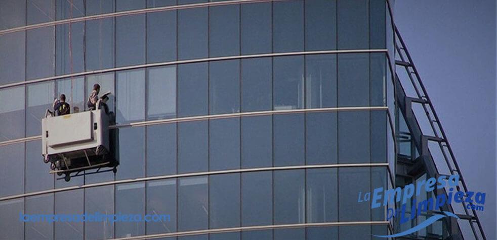 limpieza de ventanas y cristales en edificios altos