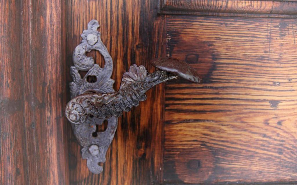 cambiar una cerradura en puertas