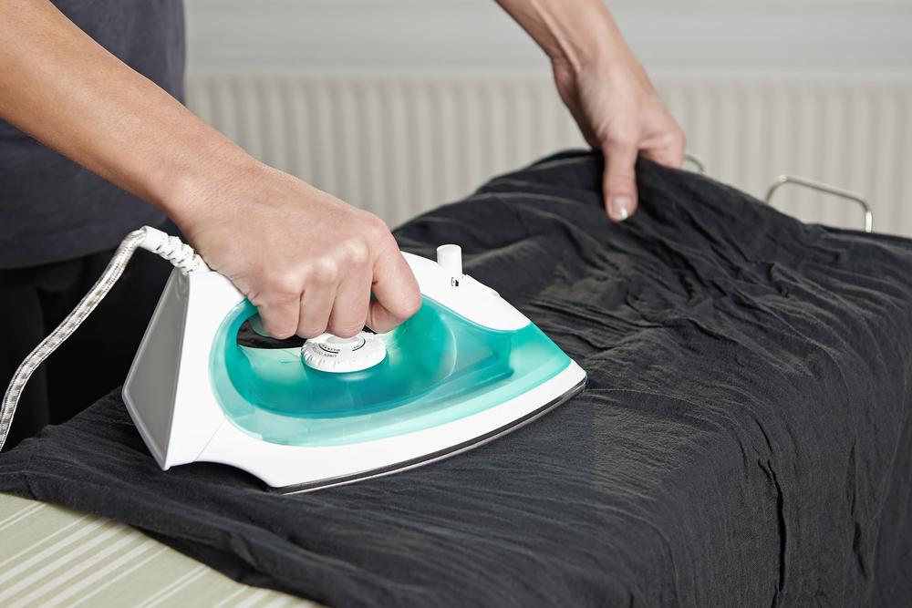 cómo limpiar una plancha quemada