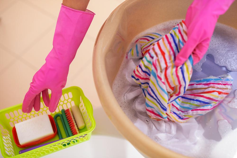 Cómo quitar un pintauñas de la ropa