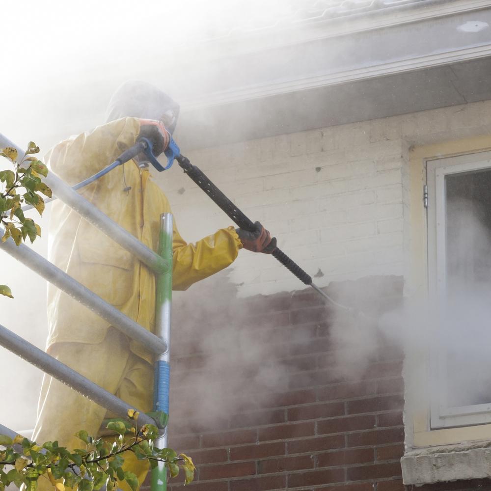 Cómo limpiar pintura en aerosol de las paredes