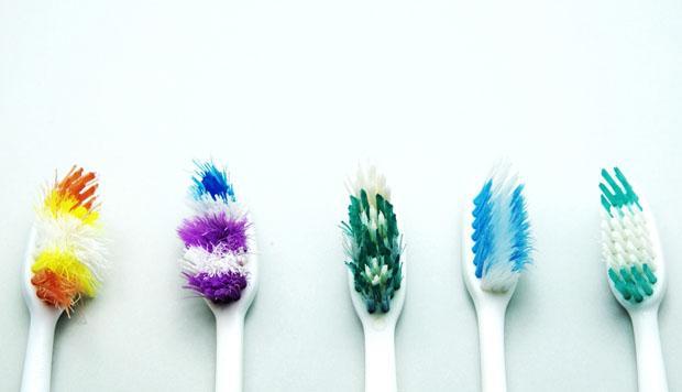 cómo limpiar un cepillo de dientes