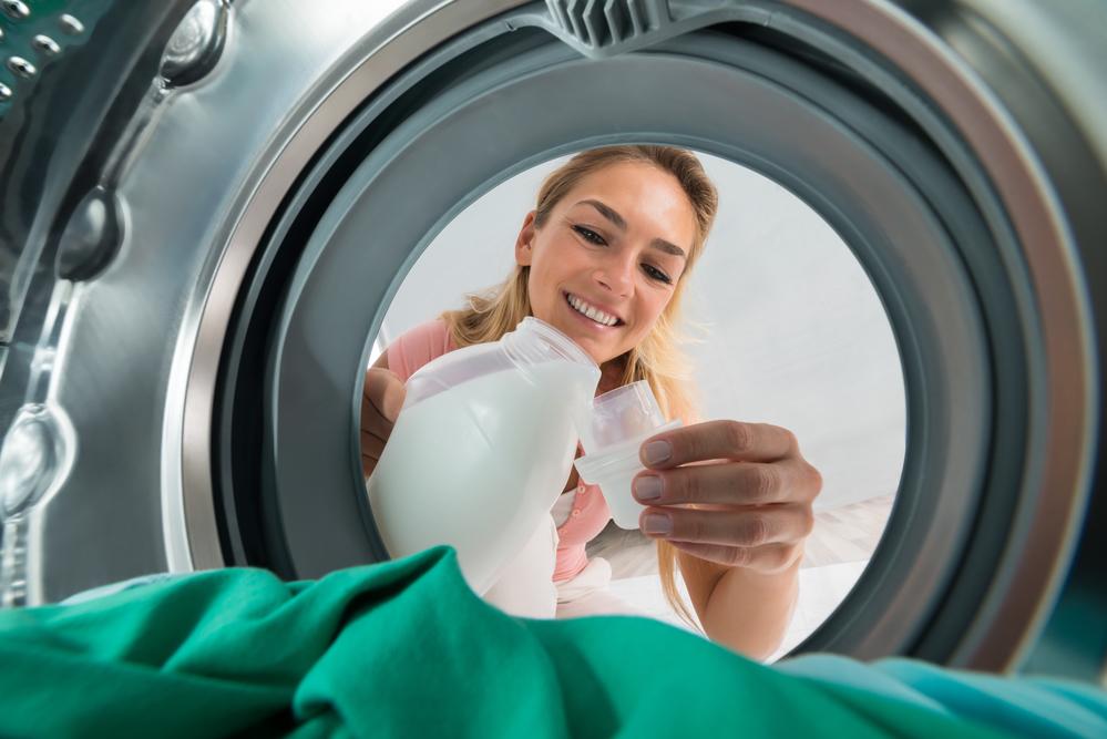 cómo limpiar manchas de caramelo de la ropa