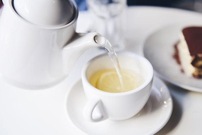 Cómo limpiar manchas de té