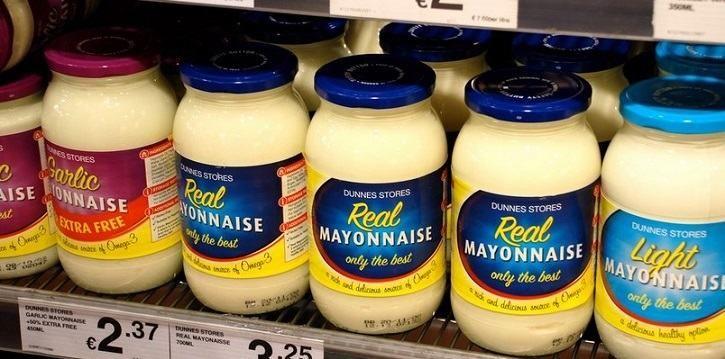 cómo quitar manchas de mayonesa