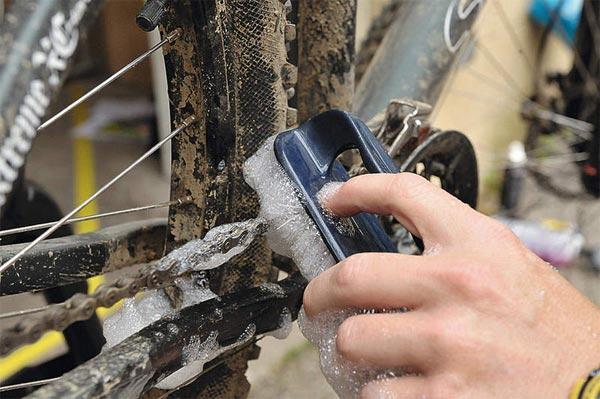 cómo limpiar la cadena de una bicicleta