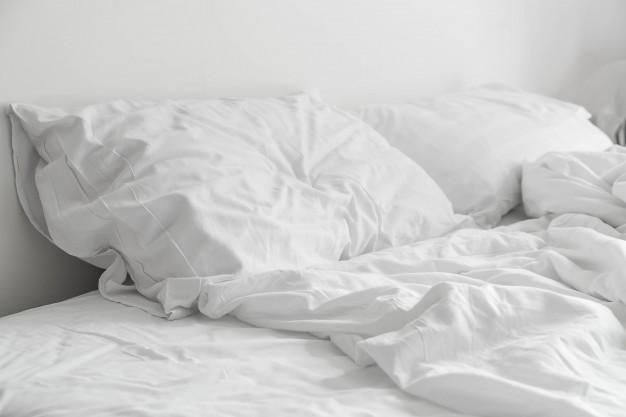 cómo limpiar las almohadas de saliva