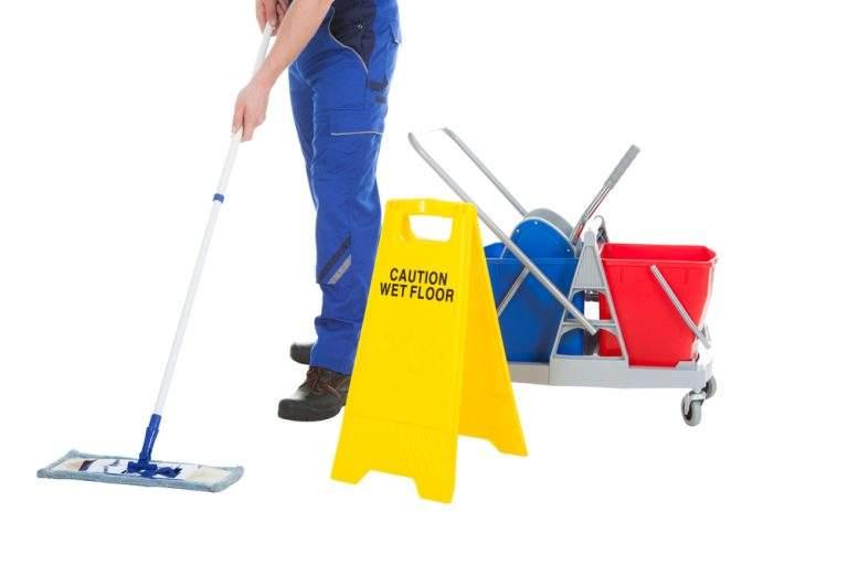 precaucion piso mojado