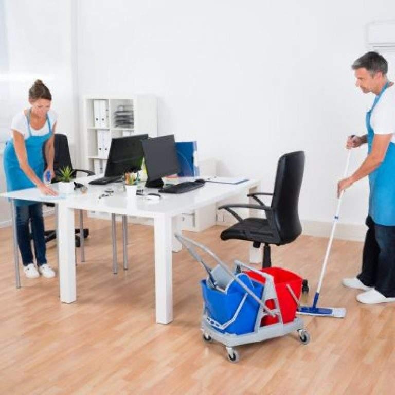 limpieza de oficina en grupo