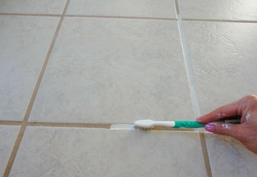 cómo limpiar las juntas de las baldosas del suelo