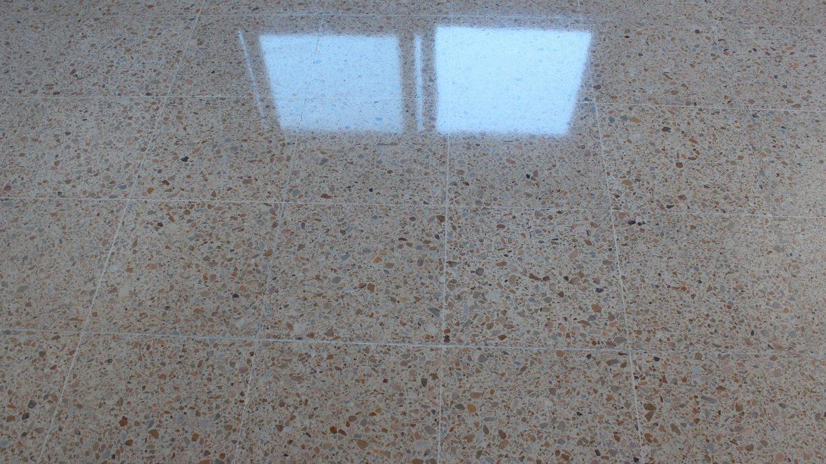 cómo limpiar el suelo de terrazo