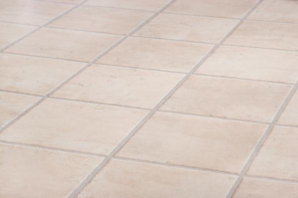 Cómo quitar manchas del suelo de cerámica