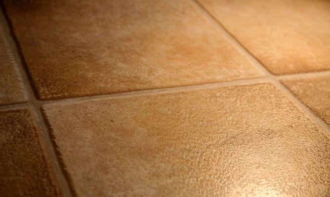 limpiar suelos porosos