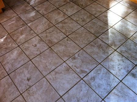 cómo limpiar un suelo de gres muy sucio
