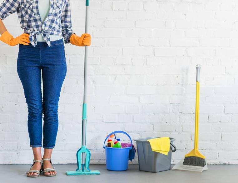 fregar suelo
