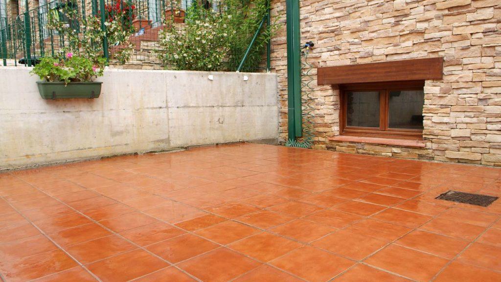Cómo limpiar suelo de terraza exterior