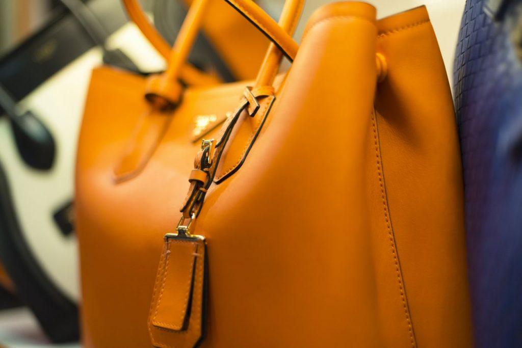 cómo limpiar la piel de un bolso
