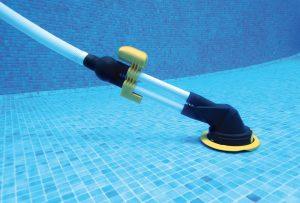 Limpiar fondo piscina