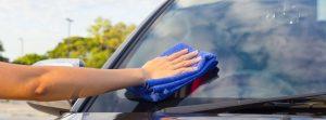 Limpiar los cristales del coche