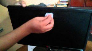 Cómo limpiar pantalla de TV