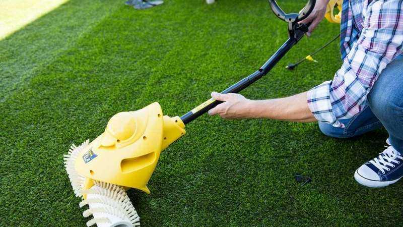 Limpiar césped artificial
