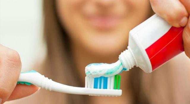 Limpiar cepillo de dientes