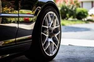 Limpiar las llantas del coche