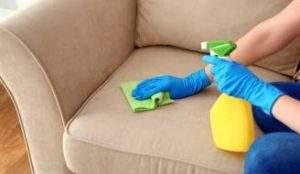 Limpiar sofás con amoniaco