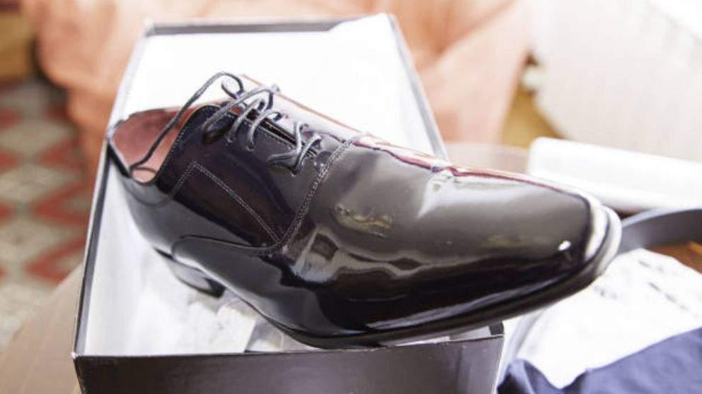 Limpiar zapatos de charol
