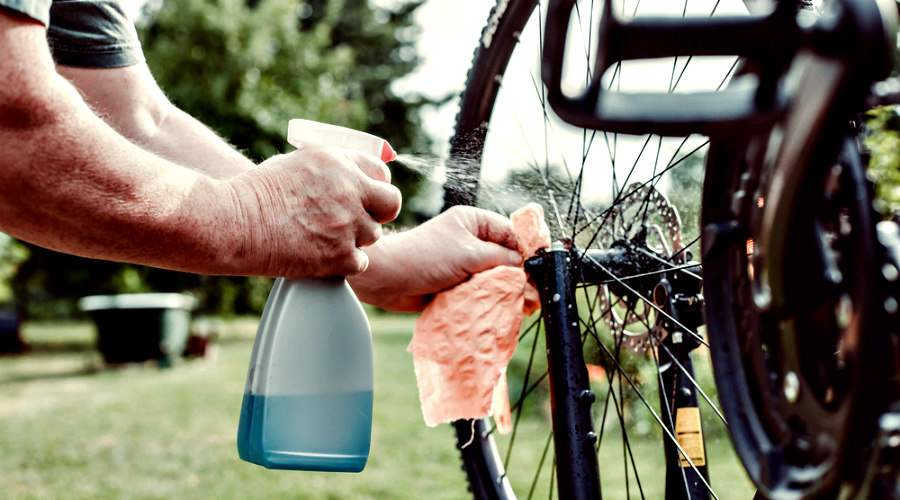 Limpiar una bicicleta