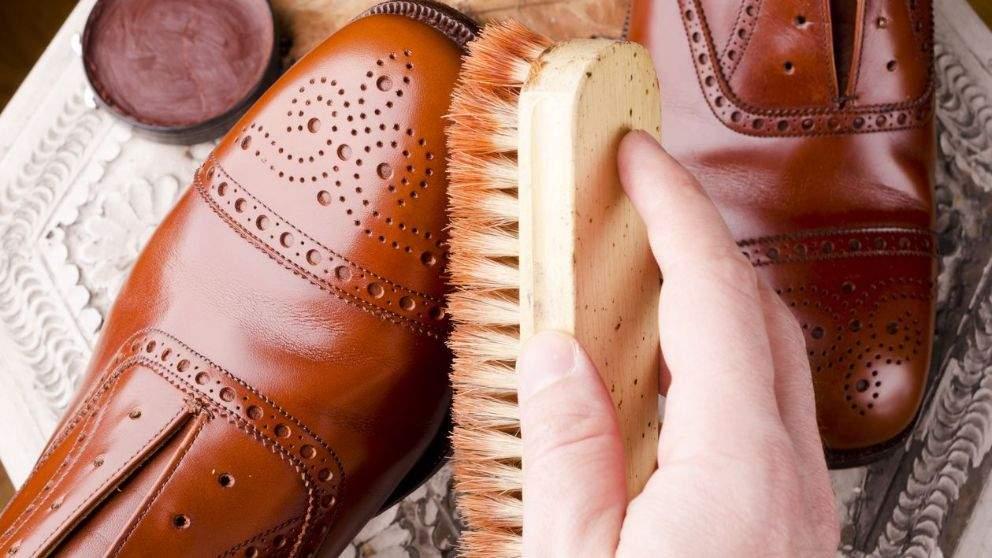 Limpieza de zapatos de piel