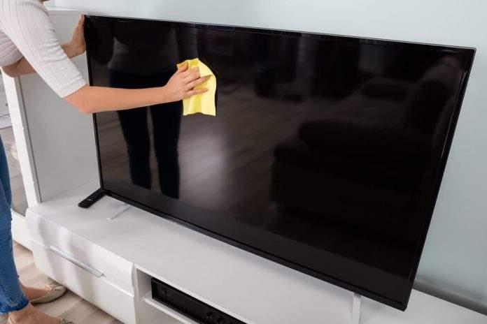 Limpiar pantalla tv