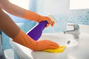limpiar los baños
