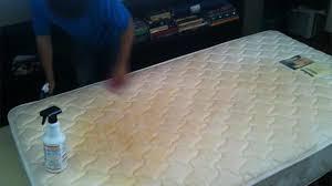 Limpiar manchas en colchón