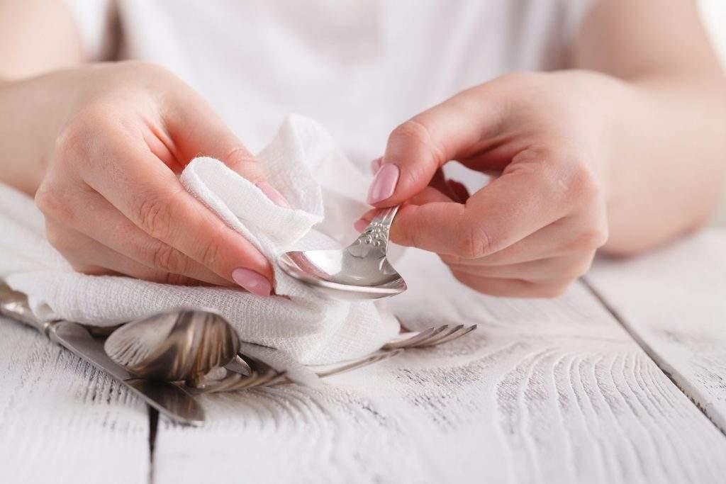 Limpiar los objetos de plata