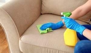 Limpiar un sofá