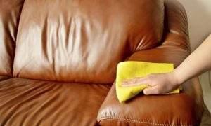 Cómo limpiar e hidratar sofá de piel