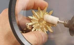Cómo limpiar joyas de oro