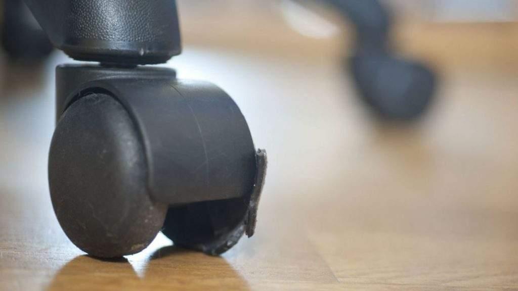 Cómo limpiar ruedas de silla