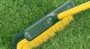 como limpiar y desinfectar el cesped artificial